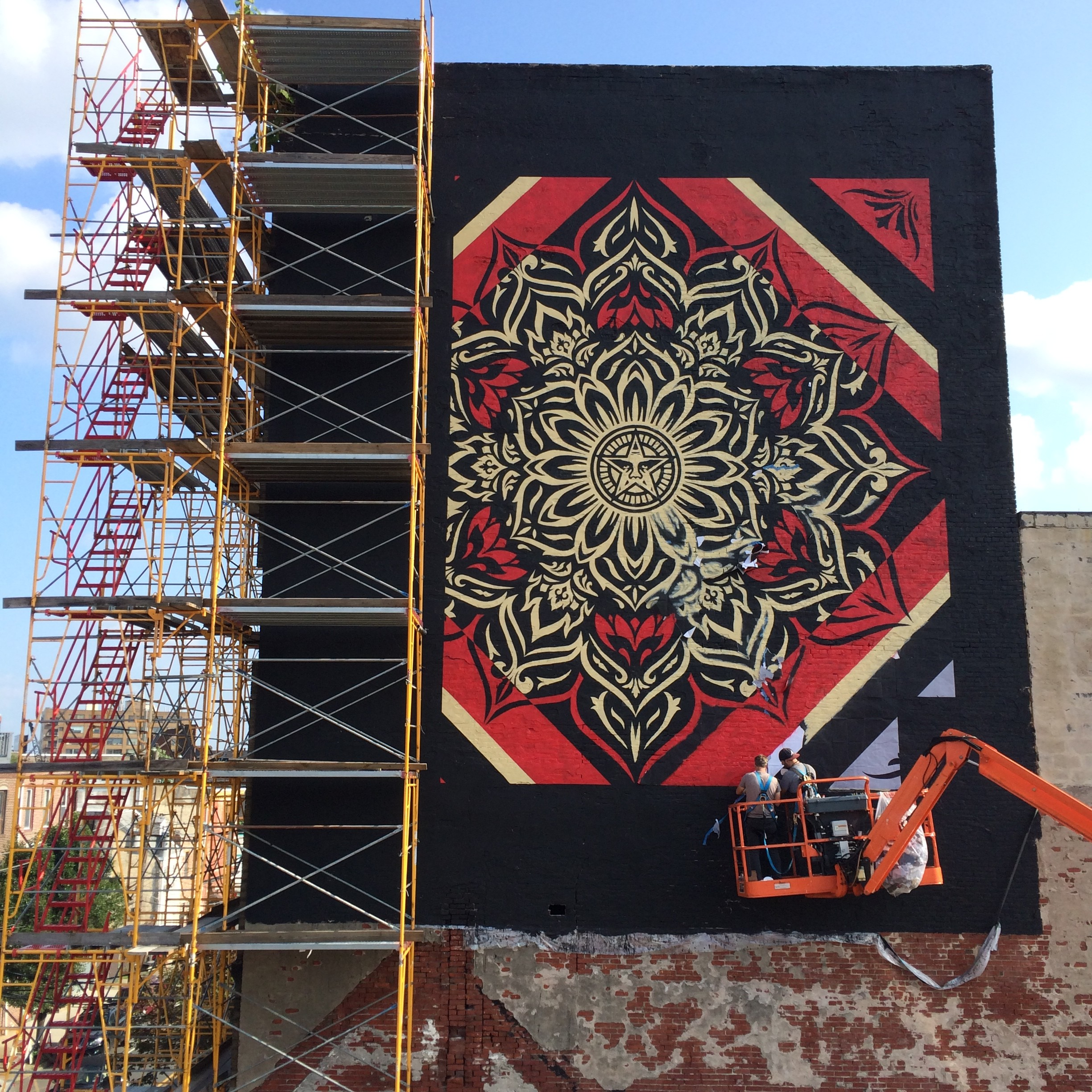 mural update from philadelphia obey giant. Black Bedroom Furniture Sets. Home Design Ideas